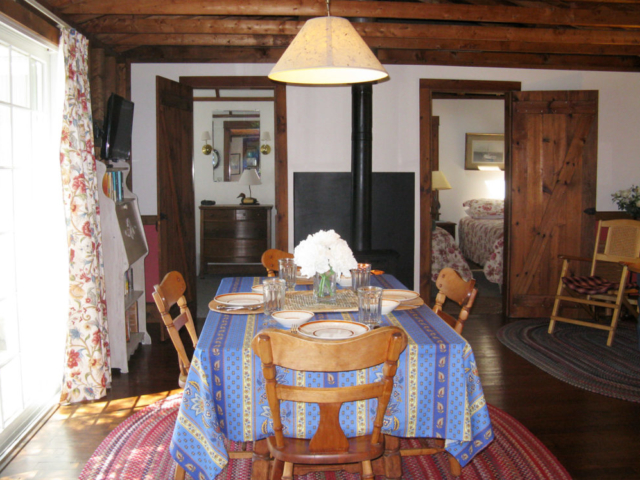 Cedarledge Cottage Dining/Living area