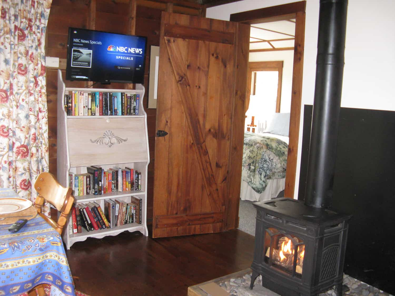 Cedarledge Cottage Dining/Living area